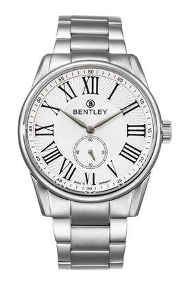 <p>D&ograve;ng sản phẩm: Bentley Classic</p> <p>Xuất xứ: Đức</p> <p>Chất liệu vỏ: to&agrave;n bộ th&acirc;n vỏ v&agrave; d&acirc;y đeo bằng th&eacute;p kh&ocirc;ng gỉ.</p> <p>Chất liệu k&iacute;nh: K&iacute;nh sapphire</p> <p>K&iacute;ch thước: 42mm</p> <p>Kiểu m&aacute;y: Miyota 1L45</p> <p>&nbsp;</p>