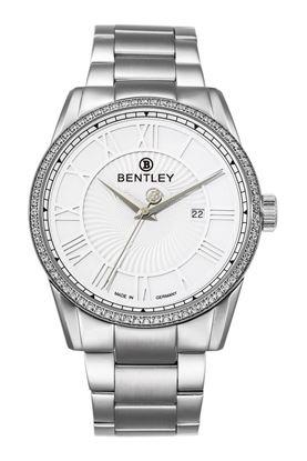 <p>D&ograve;ng sản phẩm: Bentley Classic</p> <p>Sản xuất tại: Đức</p> <p>Chất liệu vỏ: to&agrave;n th&acirc;n v&agrave; d&acirc;y đeo bằng th&eacute;p kh&ocirc;ng gỉ.</p> <p>Chất liệu thủy tinh: k&iacute;nh sapphire</p> <p>K&iacute;ch thước: 43mm</p> <p>Loại m&aacute;y: Miyota 1L45</p>